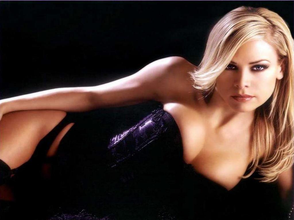фото девушек блондинки в корсете